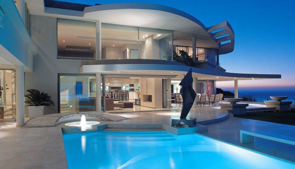 дом с бассейном у моря